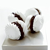 Meringue shells with chocolate filling