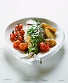 Meerbrasse mit Estragonpesto, Kirschtomaten und Kartoffeln