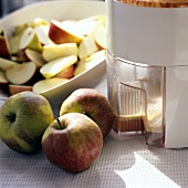 Making home-made apple juice