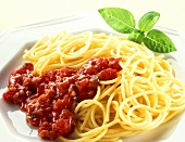 Spaghetti alla napoletana (spaghetti with tomato sauce)