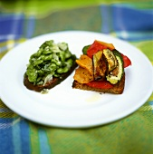 Toasted wholemeal bread with oil and vegetables