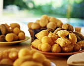 Pasteizinhos, Salgadinhos und Paes de Queijo (Brasilien)