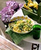 Spaghetti con le zucchine (Creamed pasta with courgettes, Italy)