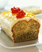 Small orange and poppy seed cake with cream icing