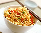 Asian noodles with shrimps, peppers and pork