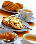 Toasted tea cake (England)