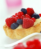 Puff pastry tartlet with vanilla cream and fresh berries