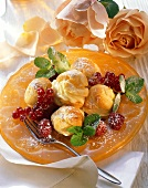 Bigné con le bacche (profiteroles with vanilla cream & berries)