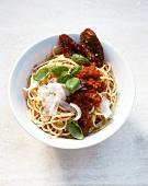 Spaghetti con il pesto rosso (spaghetti with tomato pesto)