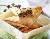 Yufka-Teigtaschen mit Lammhack gefüllt