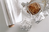 Leaving roast meat to rest (wrapping in aluminium foil)