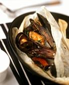 Mussel papillote (mussels in greaseproof paper)