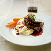 Roast beef with red wine sauce