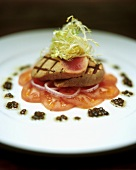 Grilled tuna fillets with tomato slices and caviare