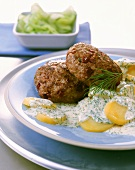 Meatballs with beetroot, with creamed dill potatoes