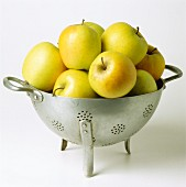 Golden Delicious baskets in sieve