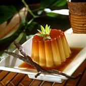 Vanilla blancmange with caramel sauce