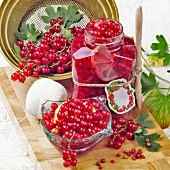 Bottled redcurrants with red peppercorns