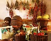 Herbststilleben mit frischem,eingemachtem,getrocknetem Gemüse