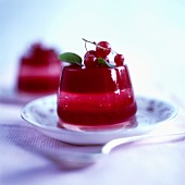 Turned-out red berry jelly with redcurrants