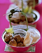 Meatballs with Asian seasoning, with prawn crackers