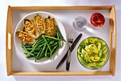 Stuffed chicory with green beans, lettuce and apple