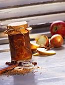Ein Glas Apfelchutney