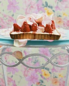 Strawberry tarts with roses