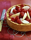 Ricotta cake with raspberries and apple wedges