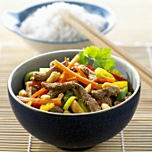 Pork curry with peanuts and vegetables (China)