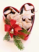 Honey biscuits with glacé icing in a heart-shaped box