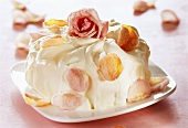 White chocolate gateau with candied roses