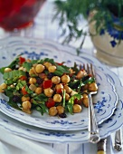 Chick-pea salad with spinach and raisins