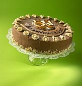 Schokoladentorte mit Aufschrift 'Zur goldenen Hochzeit'