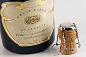 Eine Flasche Grant Burge Schaumwein, Australien