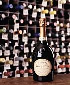 Eine Flasche Laurent-Perrier rosé Champagner