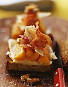 Toasted bread with bacon, Bergkäse cheese and carrots