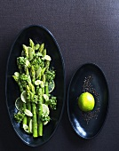 Asparagus salad with curry powder and lime