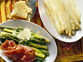 Asparagus with white sauce & green asparagus with raw ham