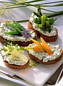 Spring bread with herb quark & vegetables