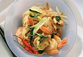 Chinese egg noodles with chicken, shrimps & vegetables