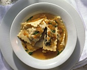 Swabian pasta parcels in broth with roast onions