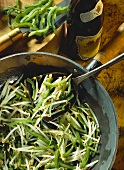 Bean sprouts with vinegar and green peppers