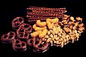 Knabberzeug (Salzstangen, Erdnüsse, Flips, Brezel)
