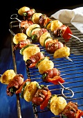 Potato kebabs with poultry liver, bacon, courgettes & peppers