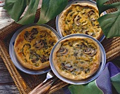 Three quiches with spicy curried chicken and mushrooms