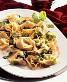 Tortellini alla rucola (Tortellini with rocket & cream sauce)