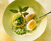 Poached eggs Clamart with peas, hollandaise sauce & mint