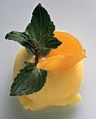 Aprikosensorbet (einzelne Kugel) mit Aprikosen & Minze