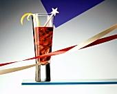 Americano (Cocktail mit Campari, Vermouth) mit Eiswürfeln